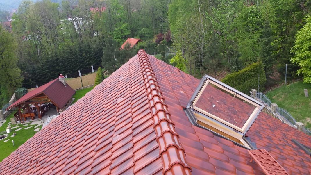 Dach dwuspadowy z dachówki